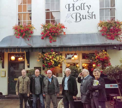 A group photo outside of The Holly Bush, of those attending the Reelstreets Autumn Meeting